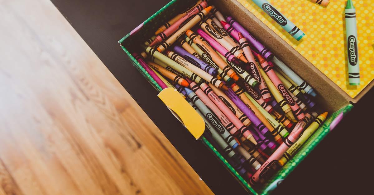 Οργανώνοντας τις ζωγραφιές των παιδιών