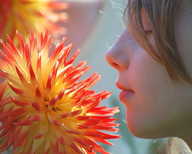 Κορίτσι με λουλούδι