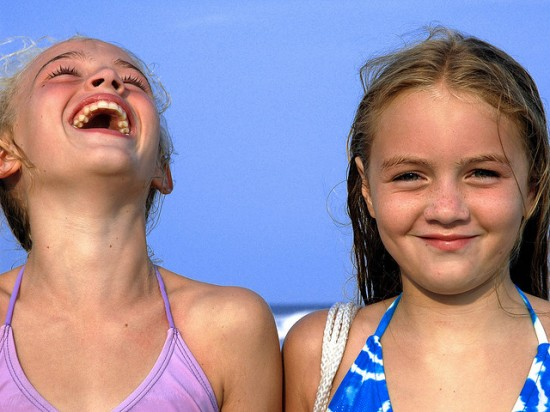 Κορίτσια που γελάνε