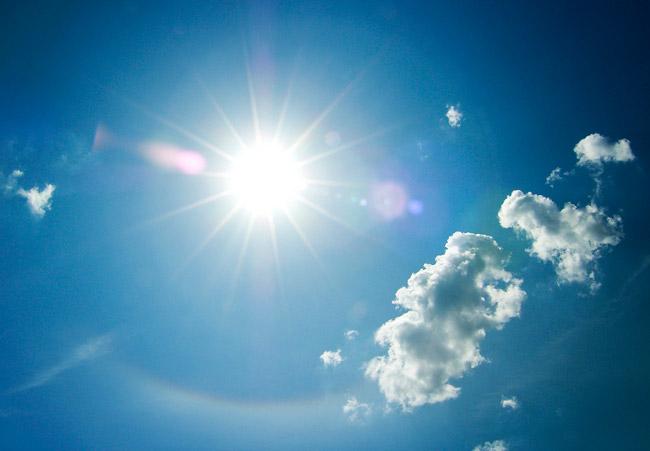 Ουρανός, ήλιος, σύννεφα