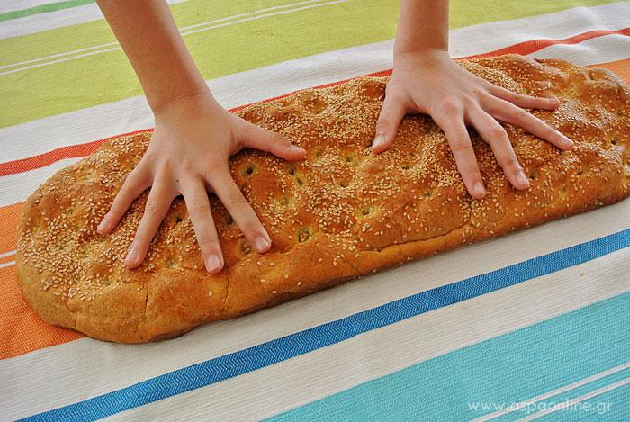 Τα χέρια της 10χρονης Εβίτας