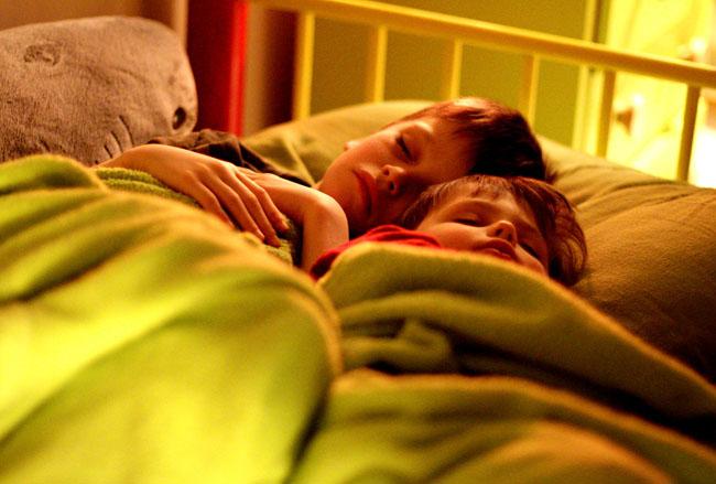 Βραδινό καληνύχτισμα και 3 θετικές ερωτήσεις για να κάνουμε στα παιδιά μας