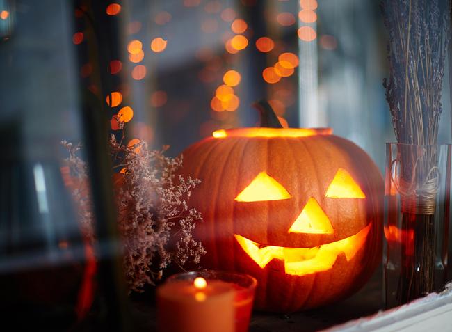 Κολοκύθα στο παράθυρο Halloween
