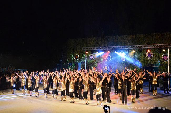 Ένα παιδί που χορεύει: YMCA